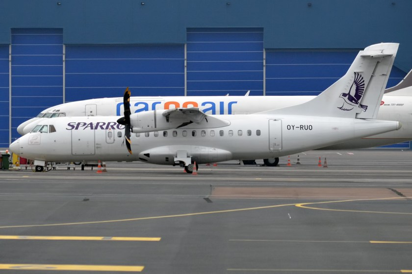 Sparrow_Aviation_ATR_42-500_(OY-RUO)_at_Tallinn_Airport.jpg