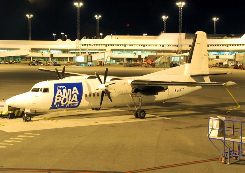 Amapola_Flyg_F50,_Stockholm-Arlanda_Airport,_August_2007