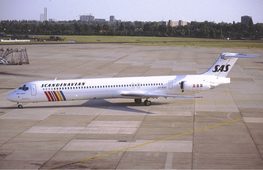 SAS_McDonnell_Douglas_MD-81_(DC-9-81)_OY-KHO_KvW-1