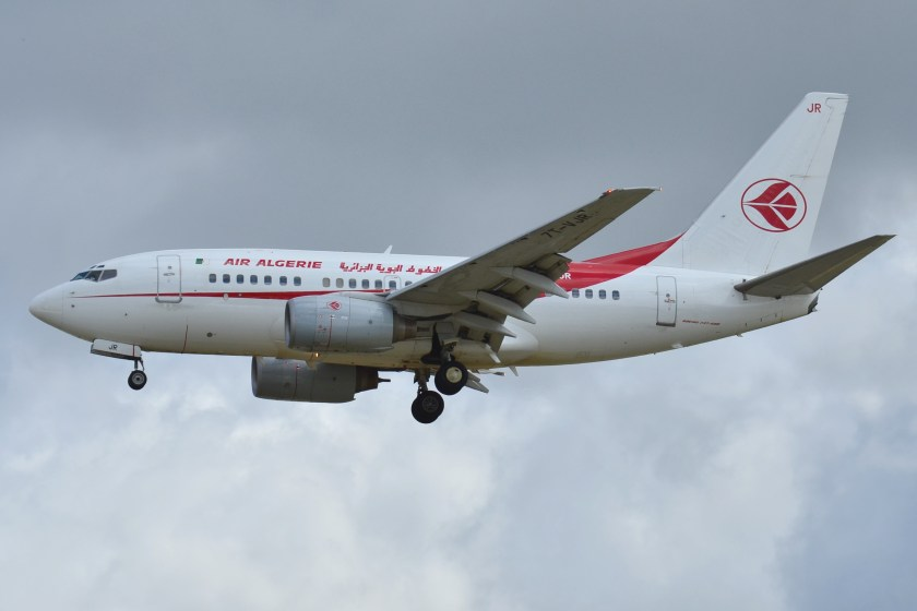 Boeing_737-600_Air_Algérie_(DAH)_7T-VJR_-_MSN_30545_1131_(9716410853)