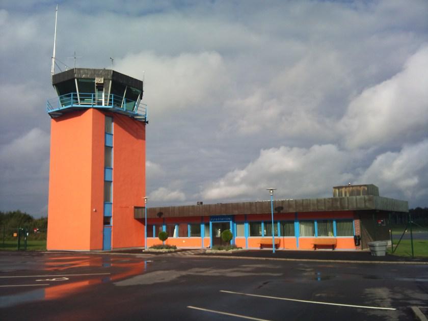 Eskilstuna-Kjula_flygplats_-_Flygtorn1.jpg