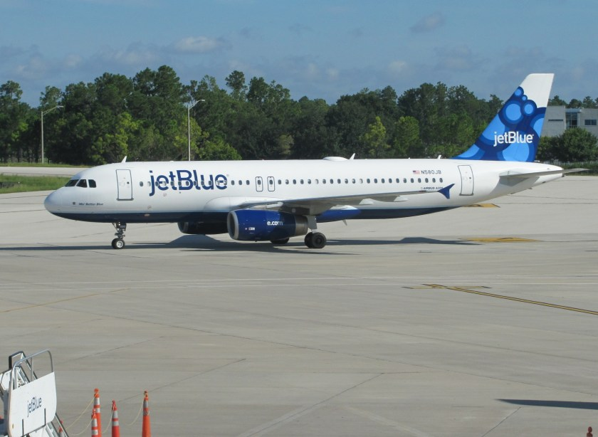 JetBlue_A320_at_Orlando