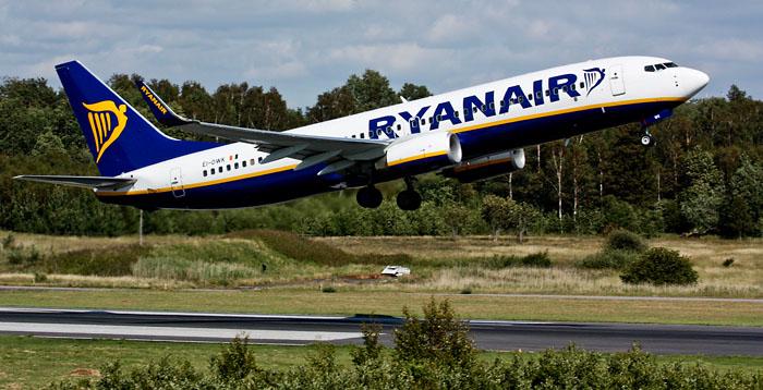 Ryanair_737-800_at_Gothenburg