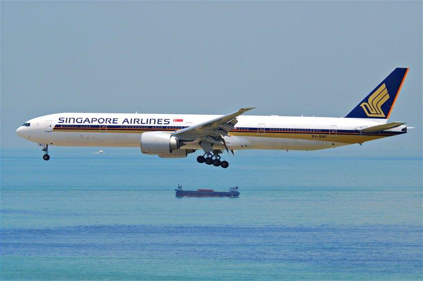 singapore_airlines_boeing_777-300er_9v-swihkg31-07-2011_614hb_6053155960