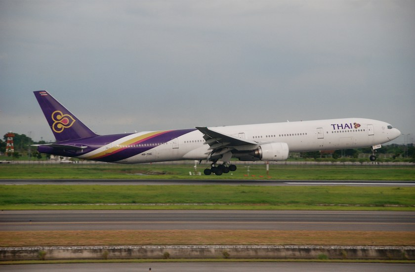 Thai_Airways_International_Boeing_777-300;_HS-TKE@BKK;29.07.2011_612cq_(6099682650)