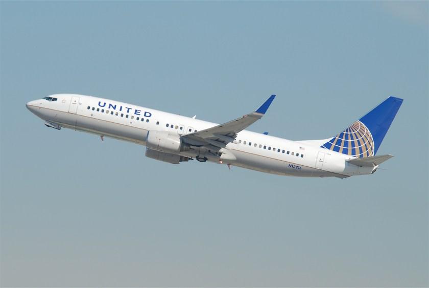 united_airlines_boeing_737-800_n12216lax10-10-2011_622ge_6414422745