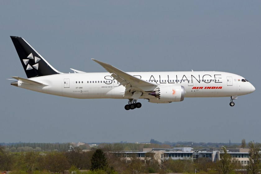 air_india_boeing_787-8_on_final_into_lhr
