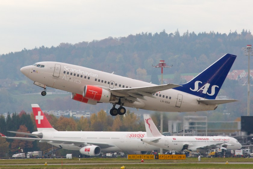 SAS_Scandinavian_Airlines_Boeing_737-600_LN-RRR_Zurich_International_Airport