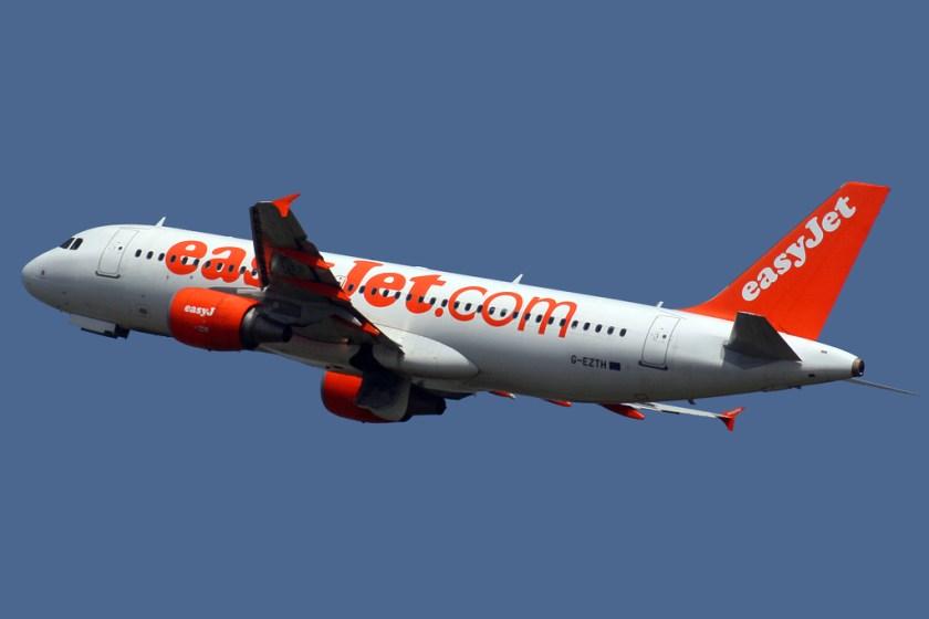 Airbus_A320-214_Easyjet_G-EZTH_(7362194898)