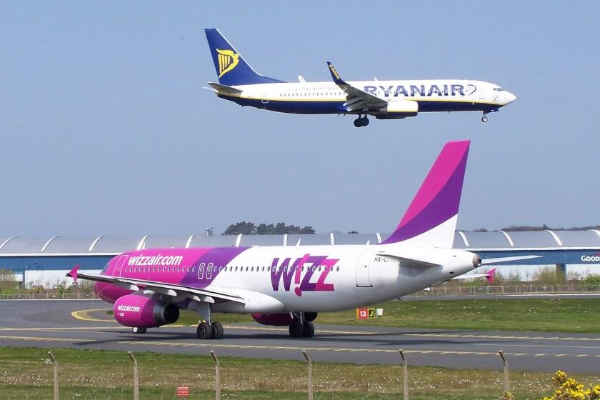 Ryanair_Wizz_(7141688277)