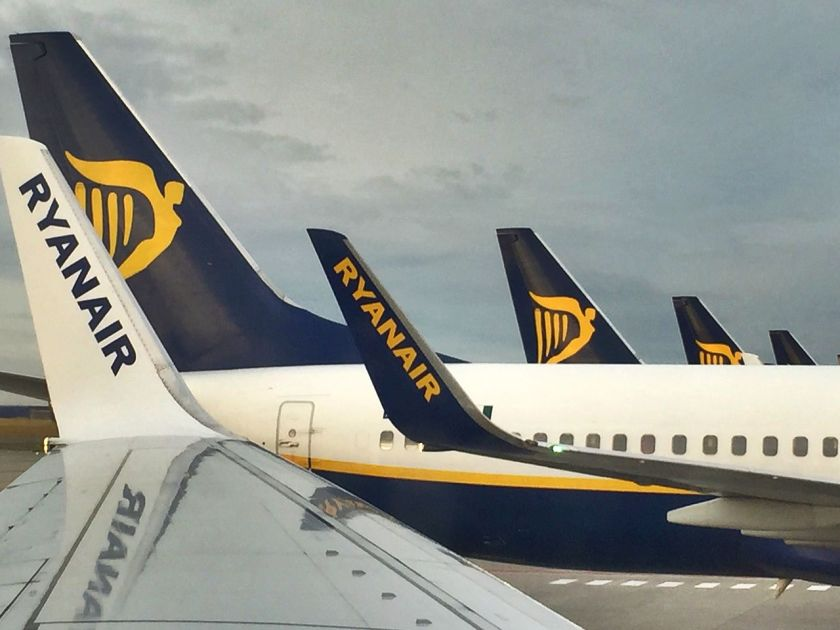 Ryanair_aircraft_at_Brussels_South_Charleroi_Airport