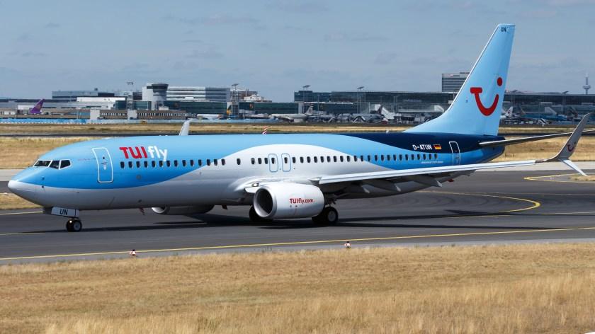 TUIfly_Boeing_737-800_(D-ATUN)_at_Frankfurt_Airport