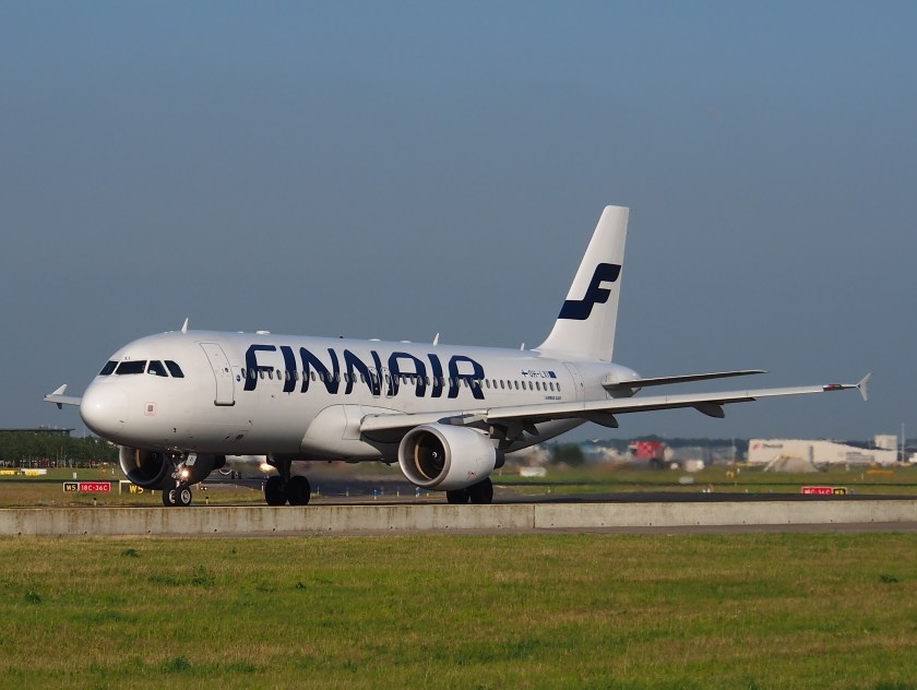 OH-LXI_Finnair_Airbus_A320-214_-_cn_1989_taxiing_15july2013_pic-001
