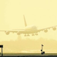VIDEO - EMIRATES A380 STORM LANDING AT AMSTERDAM AIRPORT