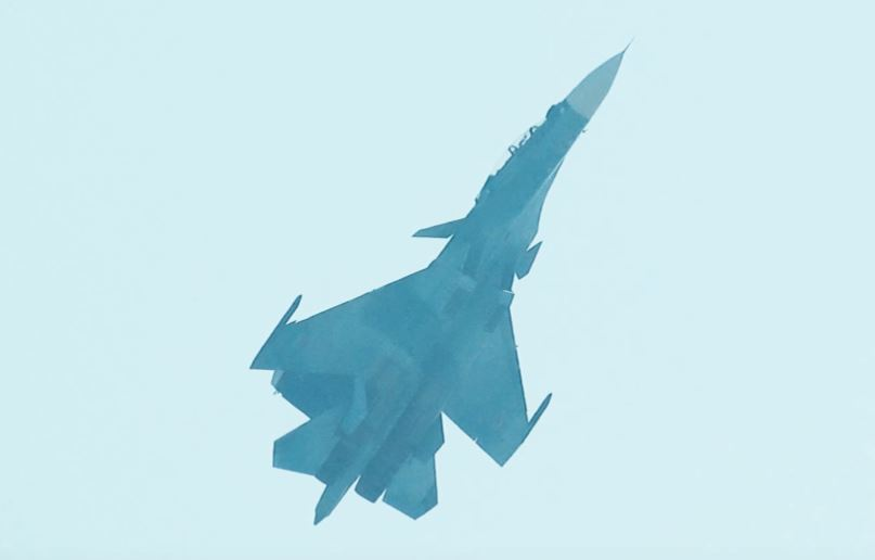 Su-35 Extreme High Alpha Maneuver - Image: © Jerry Taha