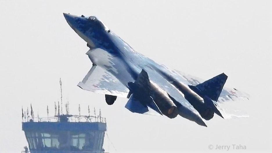 Su-57 impressive demo with a lot of vapor at MAKS 2019 II - Photo: Jerry Taha