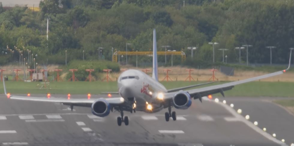 Jet2 B737 aborted landing during Summer storm