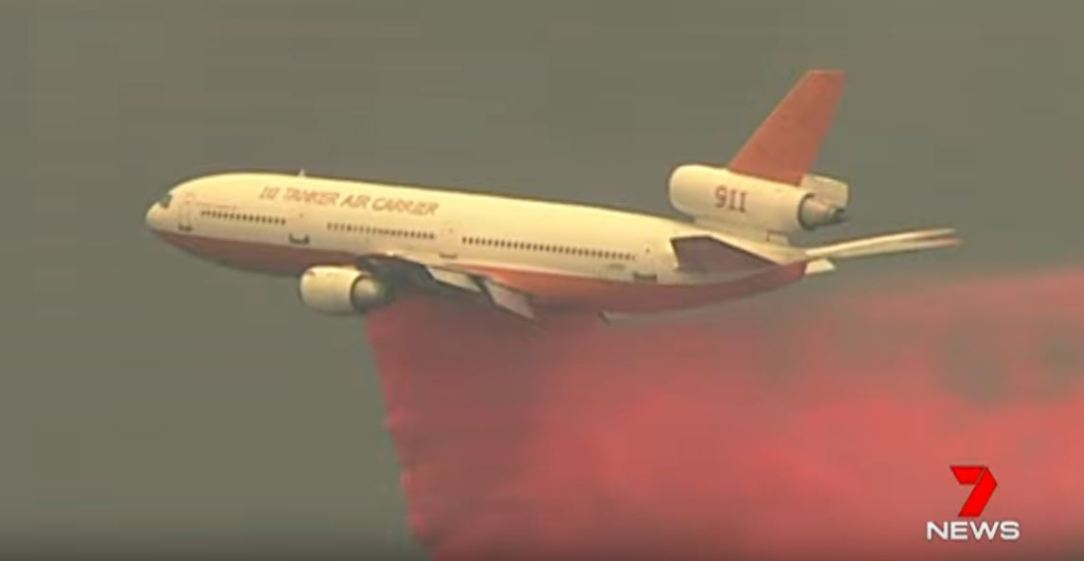 DC-10 Air Tanker Firefighting Aircraft battling Australian Bushfires
