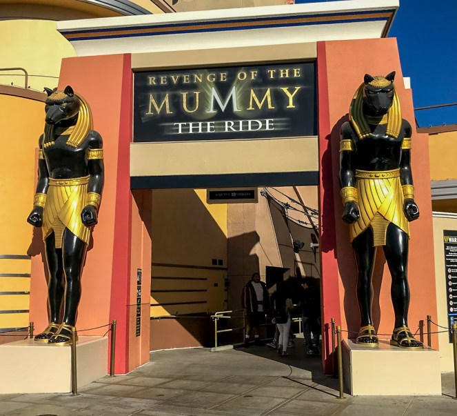 The entrance to Revenge of the Mummy - The Ride, flanked by two big Egyptian statues in Universal Studios Hollywood