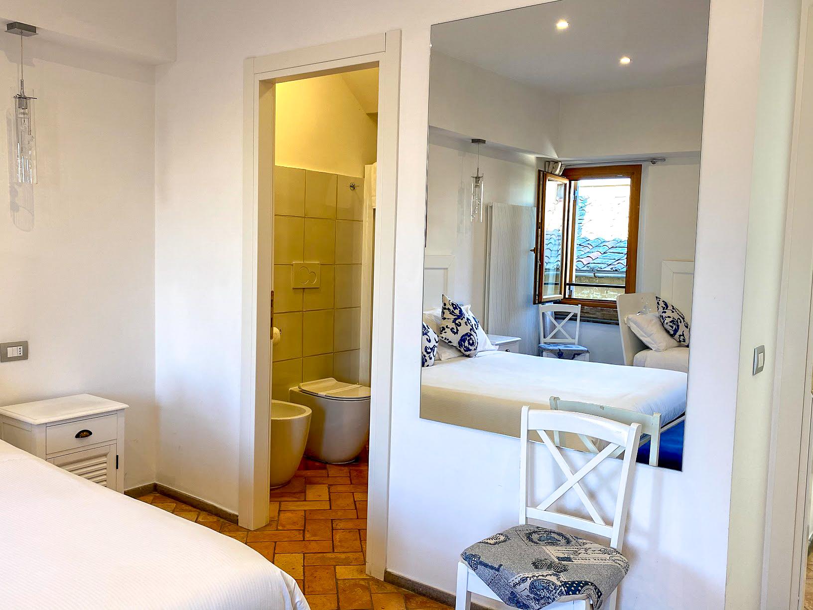 white walls in the bedroom and bathroom in Atlantis Inn B&B, Castel Gandolfo, Italy