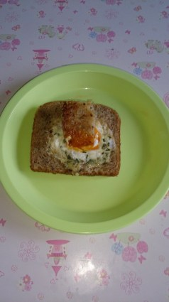 Serving egg in a hole