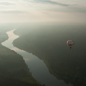 Skrydis oro balionu Birštone virš Nemuno kilpų
