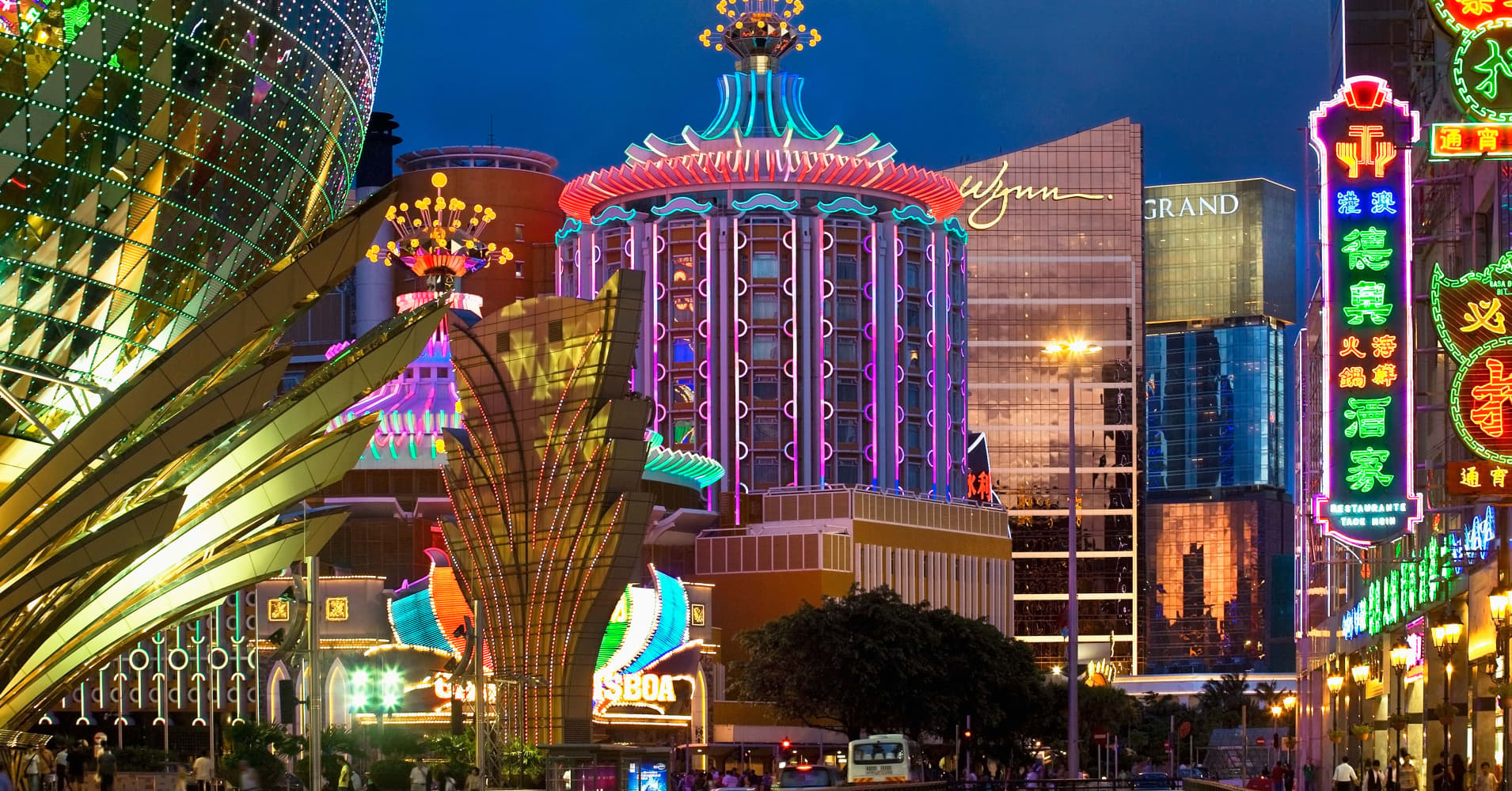 Versace to build Macau casino resort hotel with SJM