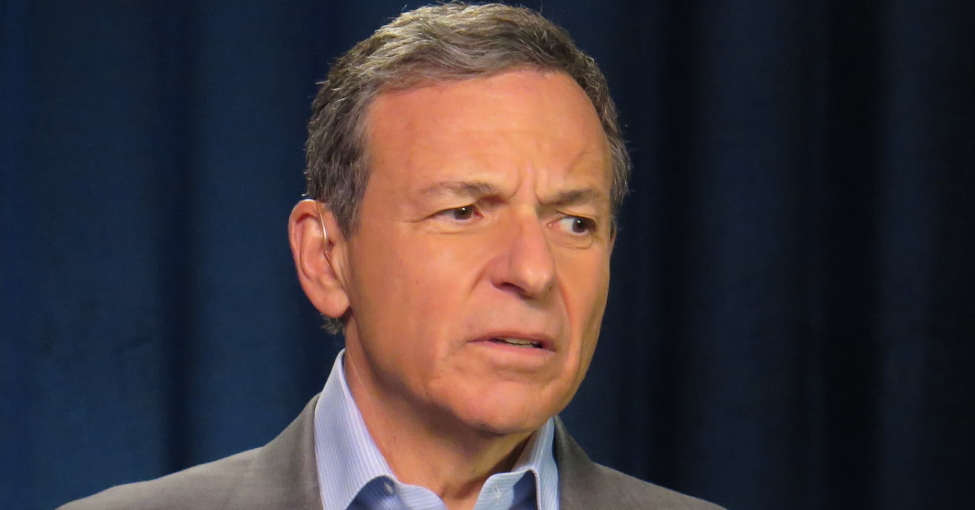 executive chairman vs ceo black chair covers for rent disney reports q2 earnings results