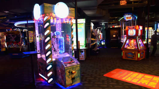 Dave Buster S Edges Higher After Beating The Street