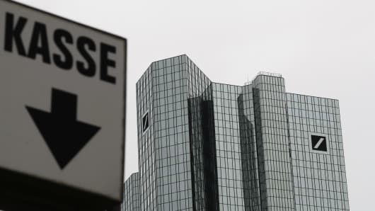 "A sign reading ""cash desk"" is pictured next to the Deutsche Bank headquarters in Frankfurt, Germany, September 30, 2016."