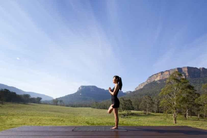 Yoga al aire libre en el Emirates One & Only Wolgan Valley Resort.