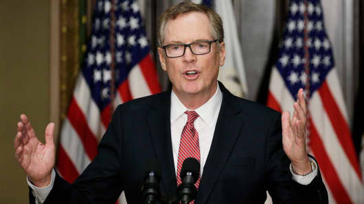 Robert Lighthizer speaks after he was sworn as U.S. Trade Representative during a ceremony at the White House in Washington, May 15, 2017.