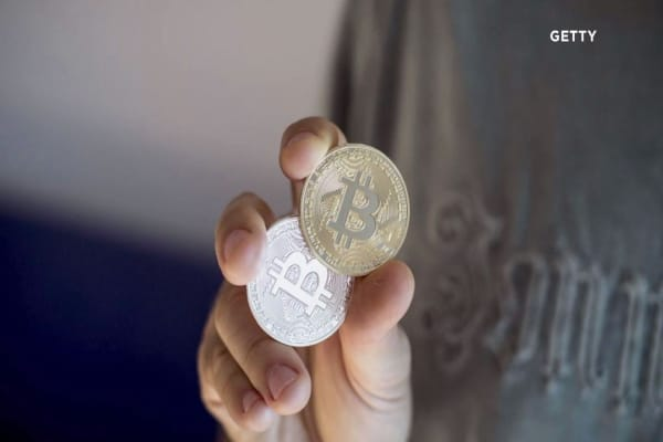 'Bitcoin cash' prices fall by 57 percent, while some investors must wait until 2018 to receive their tokens
