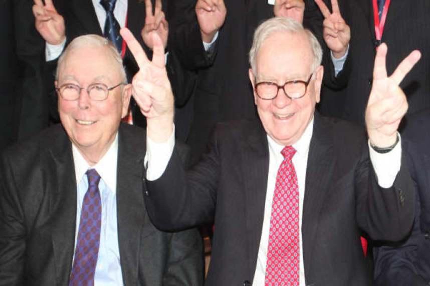 El socio de Buffett, Charlie Munger, comparte su consejo para vivir una vida rica