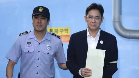 %name Samsungs former head says good bye to the jail   Jay Y. Lee to live under a four year probation period!