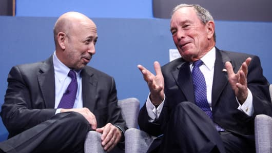 Michael Bloomberg, founder of Bloomberg LP, gestures as Lloyd Blankfein, chairman and chief executive officer of Goldman Sachs Group, reacts during a panel session at the 10,000 Small Businesses (1OKSB) Partnership Event at their offices in London, U.K., on Wednesday, Dec. 14, 2016.