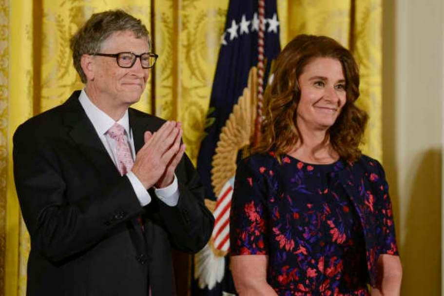 Bill y Melinda Gates reciben la Medalla de la Libertad Presidencial 2016 por el presidente Obama en la Casa Blanca el 22 de noviembre de 2016 en Washington, DC.