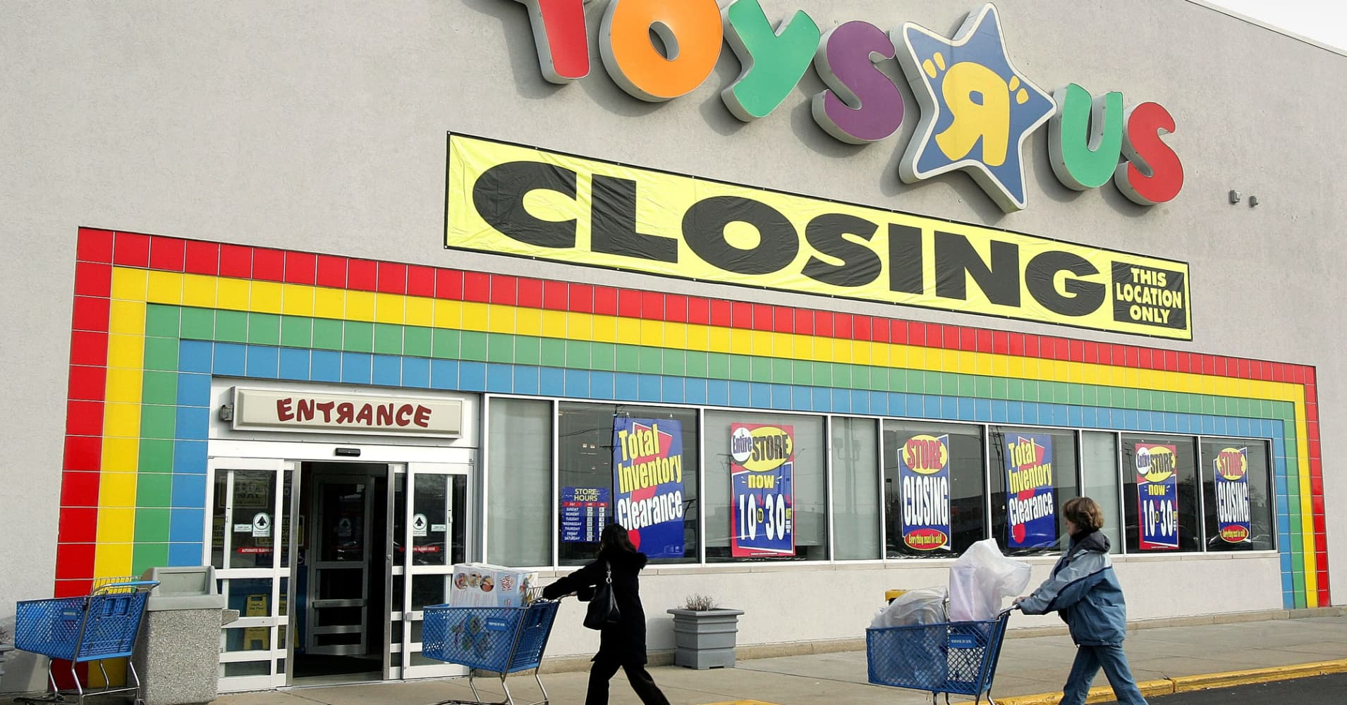Toys R Us Kids Chairs Toys R Us To Close 180 Stores Across The Us