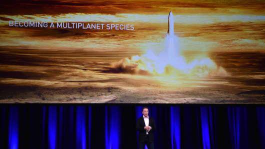 Billionaire-Unternehmer und Gründer von SpaceX Elon Musk spricht am 68. Internationalen Astronautischen Kongress 2017 in Adelaide am 29. September 2017.