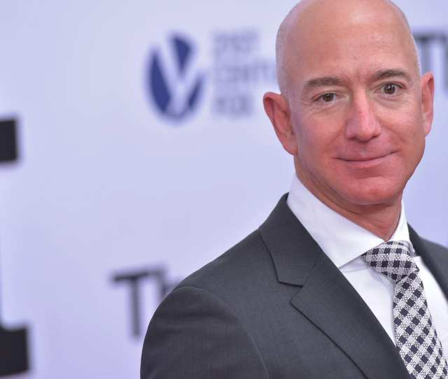 Amazon Ceo Jeff Bezos Arrives For The Premiere Of The Post On December