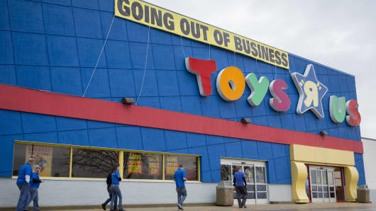 Bain And Kkr Establish A Severance Fund For Toys R Us Workers