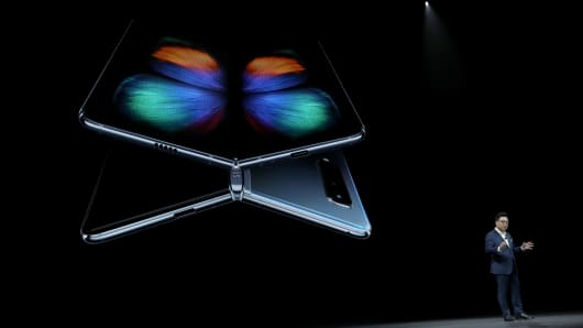Samsung debuted its most extensive new lineup of smartphones, taking on Apple Inc.'s amid a slowing market.