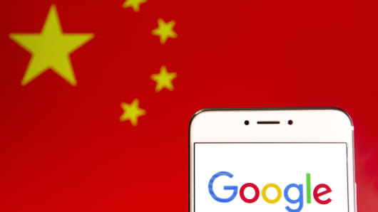 In this photo illustration a logo of the American multinational technology company and search engine Google is seen on an Android mobile device with People's Republic of China flag in the background.