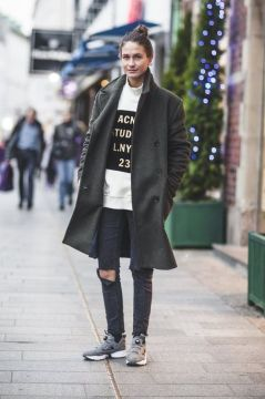 boyish sneakers and skinny jeans