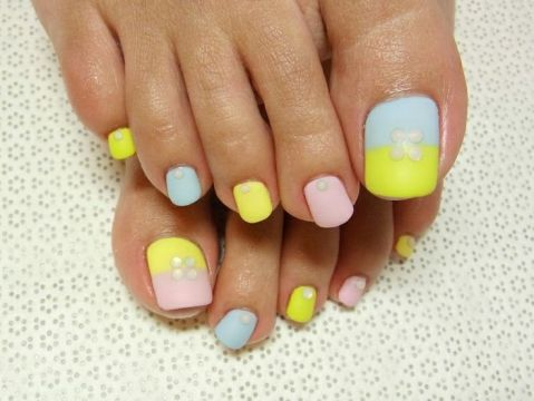 cute dual toned pastel pedi