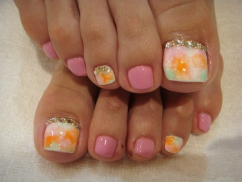 pastel toe nail art with crystals