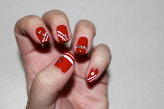 red nails white geometric stripes