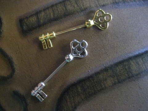 silver and gold key bars