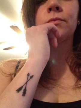Crossed arrow tattoo