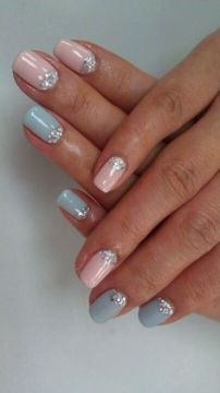 Pastel and glitter nails